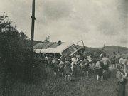 Foto z období 2. světové války, zachycující školní cvičení
