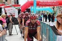Sparťané na snímku absolvují  slavnostní představení týmu před závodem Velothon Wales.