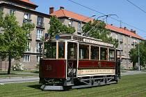Návštěvníci oslav se budou moci zdarma svézt historickými vozy. Na snímku nahoře tramvaj Křižík & Brožík č. 18 z roku 1899.