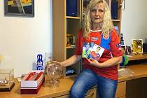 Hana Daridová (na snímku s trofejemi a fotografiemi svého syna) sledovala zápas se Španělskem doma v Plzni