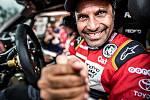 Závodník a loňský šampion Nasser Al-Attiyah právě dokončil poslední etapu Dakaru. V soutěži letos skončil na druhém místě.