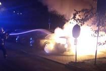 K požáru osobního vozu došlu v pátek ráno na sídlišti Vinice v Plzni.