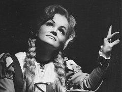 Karolina Hromádková jako Gounodova Markéta roku 1979. Její poslední rolí v Divadle J. K. Tyla byla Terinka ve Dvořákově opeře Jakobín, kterou se také v roce 1996 s plzeňskou scénou rozloučila