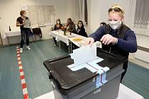 Volby v Nové Vsi na Plzeňsku, která byla jednou z nejvíce zasažených obcí při druhé vlně kovidové pandemie v Plzeňském kraji.