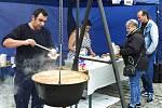 Polévka je grunt! Festival polévek na nádvoří Prazdroje nabídl 22 druhů polévek od čtrnácti prodejců vařených ve čtyřiceti litrových kotlích na otevřeném ohni přímo před zraky návštěvníků. Festivalu se pravidelně účastní restaurace, bistra, ale například