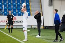 Slovenský trenér Adrian Guľa na lavičce plzeňské Viktorie během sobotního zápasu s 1. FC Slovácko (2:1).