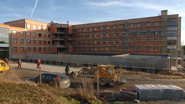 Výstavba nové porodnice ve FN na Lochotíně finišuje. Na 15. května je naplánavána kolaudace