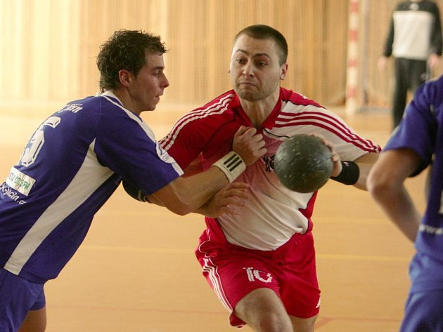 Házenkáři Slavie VŠ Plzeň (v červeném) zatím zůstávají za očekáváním. V podzimní části první ligy pouze třikrát vyhráli a uzavírají tabulku soutěže