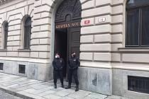 Policie evakuovala budovu Krajského soudu Plzeň kvůli hlášení o bombě.