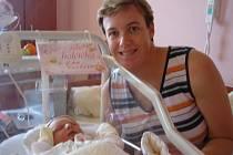 4. 10. ve 3.55 se narodila ve FN Plzeň Emička Potůčková. Vážila 3,51 kg a měřila 52 cm. Rodiče Eva a Viktor Potůčkovi mají doma již dvouapůlletého Adámka, který se na malou sestřičku už dlouho těšil