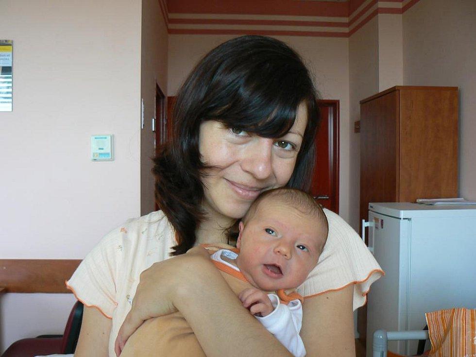 Novopečeným rodičům Janě a Karlu Šlechtovým zOtěšic se 30. září v18:28 hod. narodila ve FN vPlzni prvorozená dcera Anetka (3,35 kg, 48 cm)