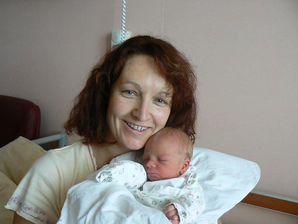 Tobiáš Lisec (2,45 kg, 46 cm) zPlzně přišel na svět 3. října v5:41 hod. ve FN. Na miminko se těšila maminka Petra, tatínek Filip a sourozenci Matěj (6) a Monika (3)