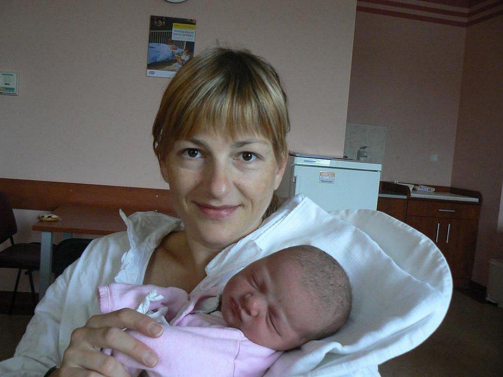 Evě a Václavu Gabrielovým zPlzně se 5. října v10:57 hod. narodila dcera Nela (3,25 kg, 47 cm). Její sestřičce Natálce budou 26. listopadu 4 roky
