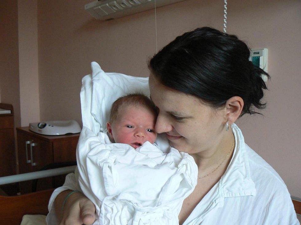 Růženě Bejdákové a Vladimíru Sojmovi zPlzně se 5. října v11:46 hod. narodil ve fakultní nemocnici prvorozený syn Daniel (3,38 kg, 54 cm)
