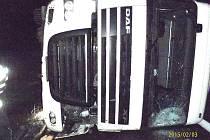 Havarovaný kamion na dálnici D5 mezi Rokycany a Ejpovicemi