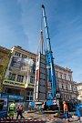 Instalace nových pylonů památníku Díky, Ameriko!