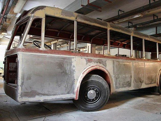Historický trolejbus 3Tr3 má již opravenou karoserii
