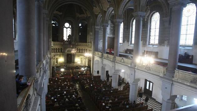 Plzeňané si v neděli ve Velké synagoze připomínali holokaust