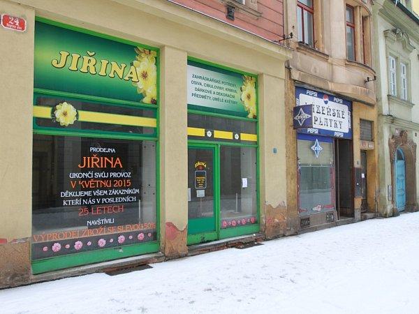 VRiegrově ulici jsou vedle sebe dva prázdné obchody