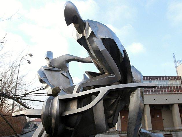 Plastiku Návrat z kosmu vytvořil Rudolf Svobod. Původně dílo stálo na pražském Žižkově.