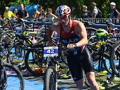 Na trať cyklistiky vyráží při  mistrovství v cross triatlonu v Plzni domácí Jan Šlajs.
