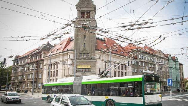 Křižovatka Němejcovy, Koperníkovy a Borské ulice u nádraží na Jižním předměstí
