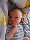 Dvojčata Eliška a Antonín Benešovi se narodili 21. března mamince Evě a tatínkovi Jaroslavovi zTatiné. O dvě minuty starší Eliška přišla na svět v8:40, vážila 3250 gramů a měřila 48 centimetrů. Antonín vážil 3750 gramů a měřil 50 centimetrů