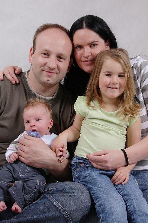 Martině Krausové a Liboru Rumlovi z Města Touškova se 11.2. ve 22.57 hod. narodil ve FN syn Liborek (4,05 kg, 54 cm)