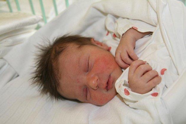 Verunka Zikmundová (3,05 kg, 48 cm) se narodila 13. dubna v7.27 hod. vMulačově nemocnici. Dostala jméno po své mamince Veronice (Kozákové), doma se na sestřičku těší tříletý Fanoušek, který je pojmenovaný po tátovi Františkovi