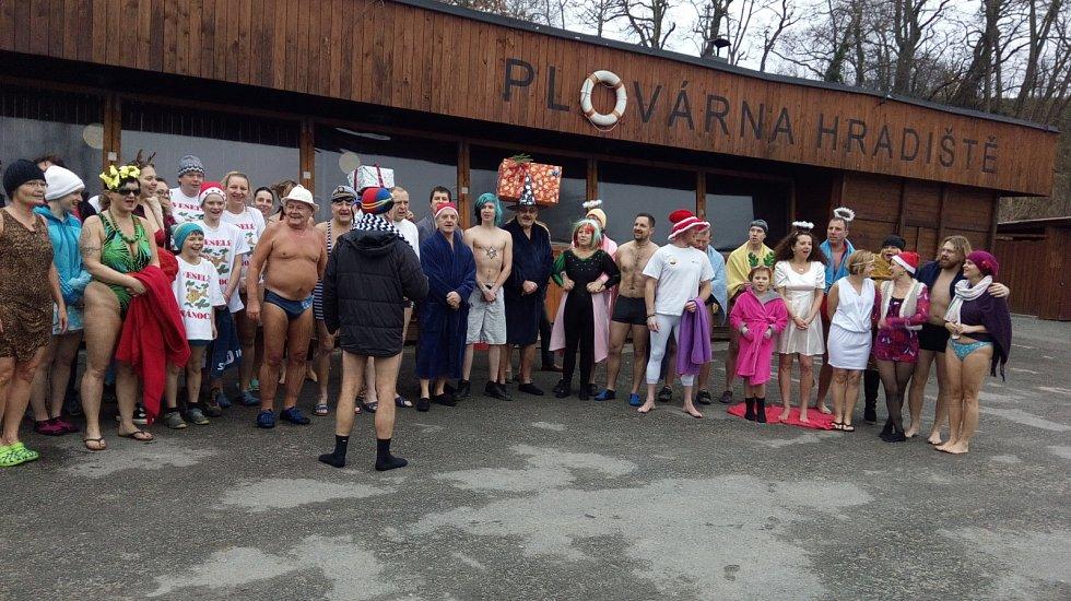 Otužilci se koupali v Úhlavě.