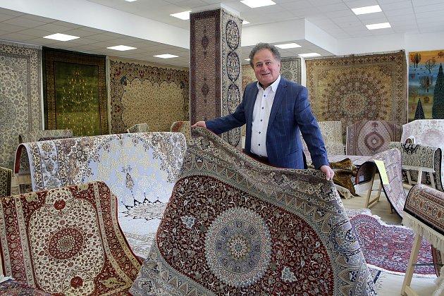 Prodejna s pravými perskými koberci se otevírá v Plzni.