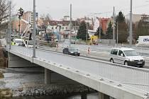Náročná rekonstrukce mostů na Rokycanské třídě, která trvala jeden a půl roku,  je u konce
