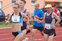 Po závodech na deset kilometrů v Domažlicích a pět kilometrů ve Stříbře, ze terého je snímek, vyvrcholí Zátopkův zlatý týden maratonem v Plzni.