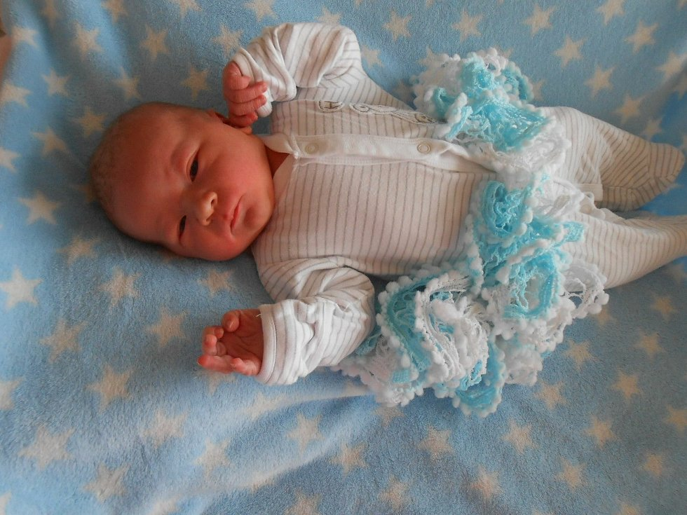 Jakub H. se narodil v Domažlické nemocnici 2. března 2021. Při narození vážil 4370 gramů a měřil 54 centimetrů.
