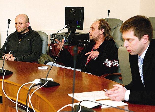 Pozvání Petra Runda, radního města pro bezpečnost, přijali například (zleva) Petr Choura a Miroslav Houška