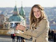 Lucie Šafářová (vlevo) a Petra Kvitová vyhrály slavný Fed Cupu už počtvrté.