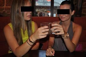 Test Deníku: Mohou si nezletilí v Plzni koupit alkohol, cigarety nebo pornografický časopis?