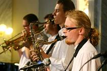 Oslavy  školy vyvrcholily včerejším koncertem jazzového souboru Big Hand v Měšťanské besedě
