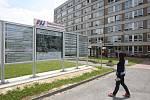 Bloudění v nemocnici zabrání čáry a letáky