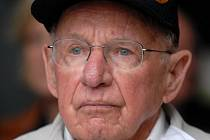 George Thompson, příslušník 137. praporu technického zabezpečení 16. obrněné divize. Do služby se jako dobrovolník přihlásil v květnu 1943 v devatenácti letech, v únoru 1945 se dostal do Evropy, kde byl přes rok. Do ČR se poprvé od války podíval roku 1991