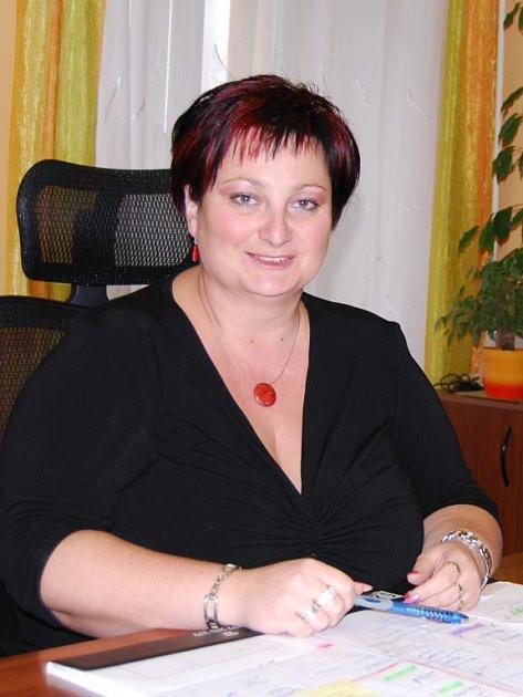 Starostka Města Touškova Vilma Kunešová.