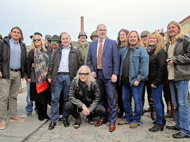 Lynyrd Skynyrd už jsou v Plzni, před chystaným koncertem vyrazili do pivovaru.