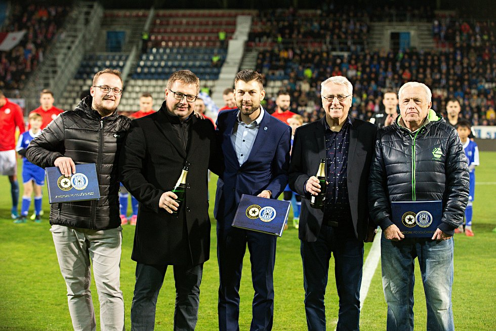 Petr Uličný (druhý zprava) a Martin Major pokřtili publikaci o SK Sigma Olomouc.