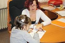 Silvie Janovcová (na snímku) pracuje v Pedagogicko– psychologické poradně v Rokycanech jako speciální pedagožka. Náplní její práce jsou, mimo jiné, také takzvaná screeningová šetření.