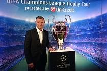 Vladimír Šmicer  představil  v Plzni v rámci turné UniCredit UEFA Champions League Trophy Tour trofej pro vítěze  Ligy mistrů, kterou v dresu Liverpoolu v roce 2005 získal.