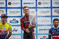 Richard Habermann (uprostřed) slaví vítězství v GP Ráfkárna.