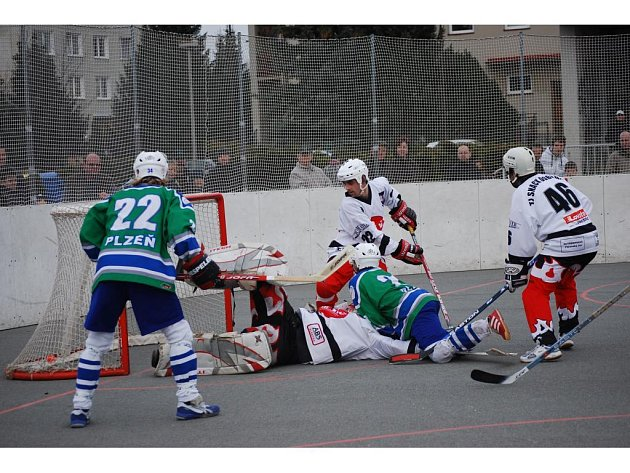 Hokejbal Snack Dobřany vs. Škoda Plzeň 0:7