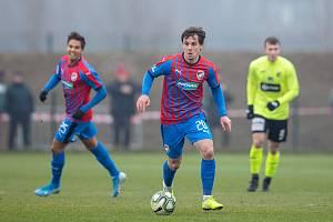 Pavel Bucha (u míče) v utkání proti Ústí nad Labem.