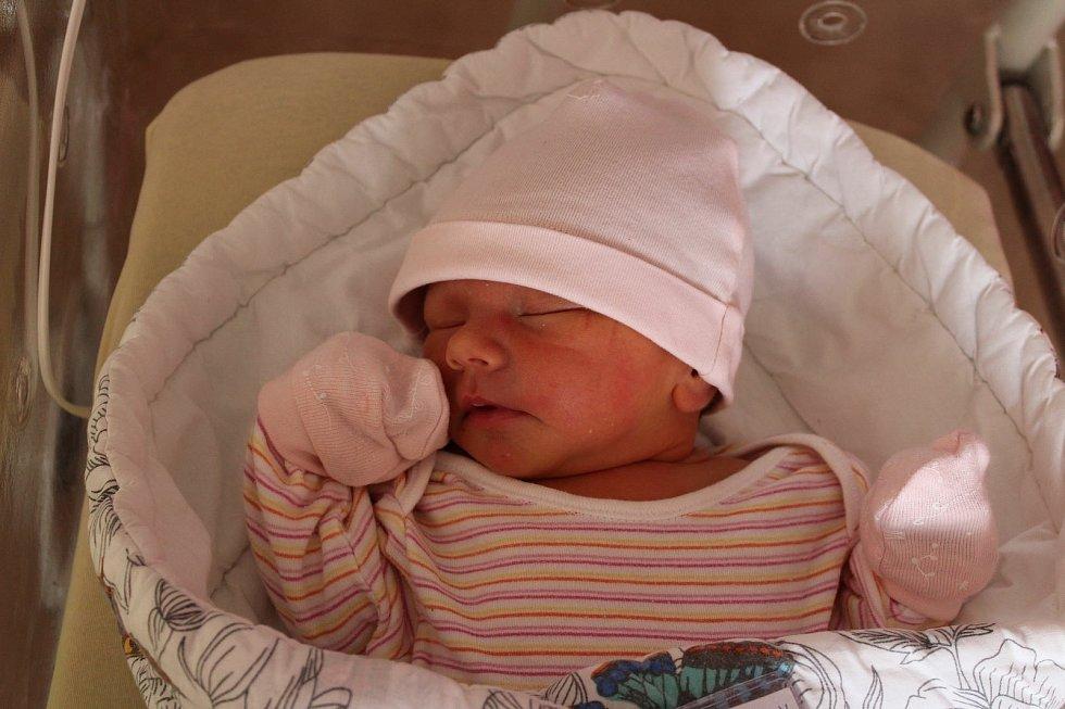 Stella Nechutná (3010 g, 50 cm) se narodila 27. června v 11:43 v plzeňské fakultní nemocnici. Rodiče Mirka a Jiří z Plzně přivítali svou prvorozenou holčičku společně.