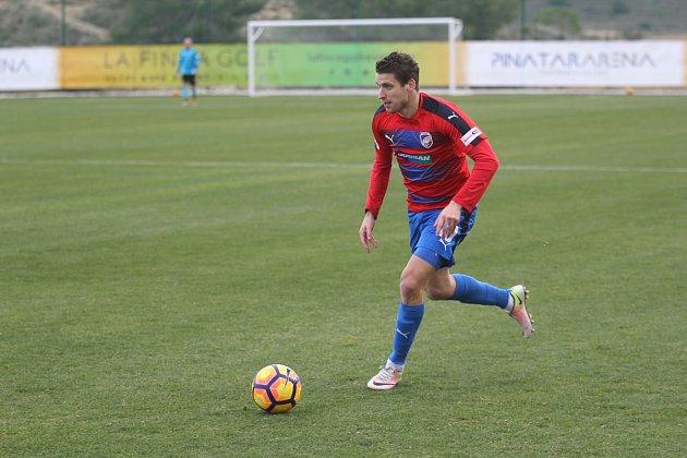 Viktoria zvládla druhé utkání na soustředění ve Španělsku, celek Yanbian Funde FC porazila 1:0. Na snímku je Jan Kovařík.